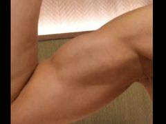 ★4 FC2コンテンツマーケットアダルト から 筋肉女子の上腕二頭筋